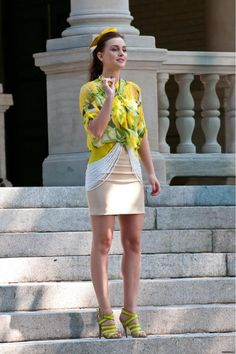 Season 5 - Queen B. in a wonderful Moschino Cheap & Chic blouse + Loeffler Randall shoes (however I don't like the skirt)