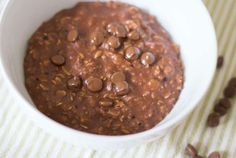 Chocolate Porridge Recipe Breakfast is often a struggle in the mornings. Cereal and toast is the easy option of course but I do like it mix things up a bit and try to encourage the children to eat … Healthy Chocolate, Vegetarian Chocolate, Breakfast Time, Breakfast Recipes, Vegan Breakfast, Chocolate Porridge, Porridge Recipes, Healthy Baking, Us Foods