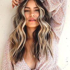 Brown Hair With Blonde Highlights, Blonde Hair Looks, Hair Highlights, Hair Color Streaks, Hair Color And Cut, Hair Color Caramel, Fresh Hair, Mid Length Hair, Balayage Hair