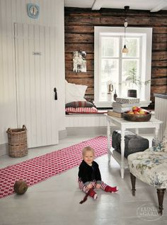 L U N D A G Å R D | inredning, familjeliv, byggnadsvård, lantliv, vintage, färg & form: Kök Scandinavian Cottage, Swedish Decor, Knotty Pine Decor, Home Interior, Interior Design, Cosy Corner, Weekend House, Swedish House, Cottage Interiors