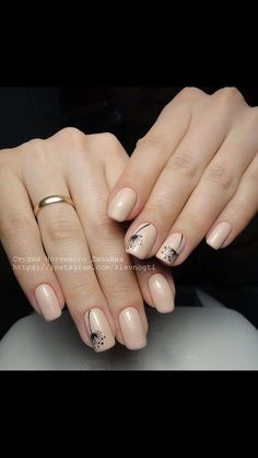 Simple Nail Art Designs That You Can Do Yourself – Your Beautiful Nails Flower Nail Designs, Simple Nail Designs, Nail Art Designs, Nails Design, Toe Nails, Pink Nails, Nagellack Design, Minimalist Nails, Nagel Gel