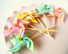 wool felt pinwheel cupcake toppers... cute