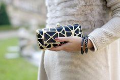 Pinko black and gold clutch! #pursesandi #details #lauracomolli #fashion #outfit #style #fashionblogger #gold #silver #pinko #outfit #fashion #white #black #clutch #baroque #salylimon http://www.pursesandi.net