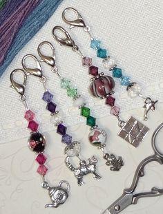 scissor fobs - The Needlework Show Beaded Earrings, Beaded Jewelry, Handmade Jewelry, Beaded Bracelets, Beaded Purses, Beads And Wire, Jewelry Crafts, Jewelery, Creations