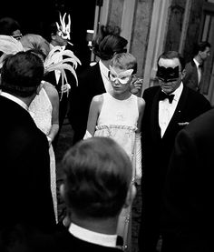 Mia Farrow e Frank Sinatra Oh Frank. You were such an amazing singer, but such a jerk-like person.