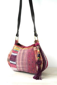 this is a lovely, small patchwork kantha bag in shades of pink and burgundy. its lining is made from a yellow, floral vintage bedsheet. the kantha bag