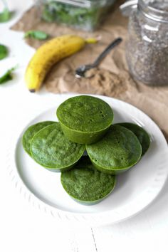 Don& let those greens go to waste! Blend them up and make a batch of smoothie starters for a quick and easy breakfast option on the go. Low Carb Smoothies, Healthy Green Smoothies, Easy Smoothie Recipes, Easy Smoothies, Peach Blueberry Crisp, Green Superfood, Juicing For Health, Breakfast Options, Quick And Easy Breakfast