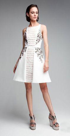 Любоваться шикарными платьями высокой моды можно бесконечно, но приходится жалеть, что эти костюмы невозможно надеть в реальной жизни. Вдоволь наглядевшись на шикарные платья подиумных коллекций, я собрала подборку интересных нарядов из коллекций «ready to wear» — одежда такого типа, какую у нас иногда называют неулюжим словечком «носибельно». Вначале я думала, что это будет обычный микс из работ разных авторов.