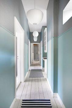 Bli med hjem til Mette Heiberg Hallway Paint, Hallway Wall Decor, Hallway Walls, Entry Hallway, Hallway Decorating, Hallway Ideas, Upstairs Hallway, Hallway Colors, Decorating Ideas