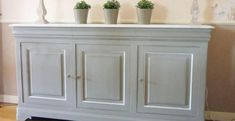 Renovate: How to repaint a varnished piece of furniture: step by step! Buffet, console, dresser … you want to relook a varnished furniture in the repeigna Shabby Look, Shabby Chic, Diy Bedroom Decor, Diy Home Decor, Painted Furniture, Furniture Design, Console Furniture, Bedroom Furniture, Buffet Console