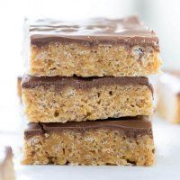 No Bake Scotcheroos.Chewy crispy peanut butter bars that are topped with a chocolate and butterscotch ganache. This scotcheroos recipe can't get any easier and is the perfect no-bake treat! No Bake Treats, No Bake Desserts, Easy Desserts, Dessert Recipes, Holiday Desserts, Dessert Ideas, Drink Recipes, Rice Krispie Treats, Rice Krispies