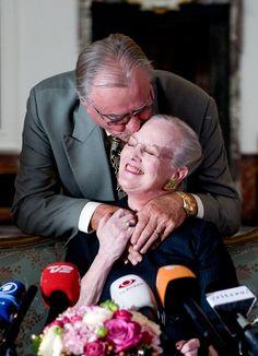 SE BILLEDERNE: Kærlige øjeblikke mellem dronning Margrethe og prins Henrik   BILLED-BLADET