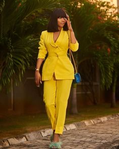 We Bet You'll Love 11 Out Of These 15 Pantsuit (Jumpsuit) Styles (Toke Makinwa 2 piece Pantsuit) Suit Fashion, Fashion Dresses, Womens Fashion, Style Fashion, Classy Outfits, Chic Outfits, Suits For Women, Clothes For Women, Yellow Suit