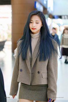 Nayeon, South Korean Girls, Korean Girl Groups, Chou Tzu Yu, Tzuyu Twice, Dahyun, Vogue Covers, Jennie Blackpink, Airport Style