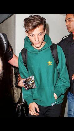 *slices finger on jawline* louis in this fuckinf green hoodie i feel dead on the inside