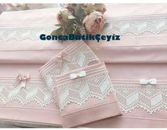 Filet Crochet, Knit Crochet, Textiles, Home Textile, Elsa, Pillow Covers, Diy And Crafts, Decorative Boxes, Gift Wrapping
