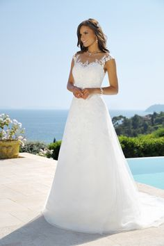 Explore the extensive collection of wedding dresses by Ladybird Bridal online. Affordable, stylish wedding dresses with the perfect fit for any figure. Wedding Dress Chiffon, 2015 Wedding Dresses, Princess Wedding Dresses, Bridal Dresses, Wedding Gowns, Bridesmaid Dresses, Lace Wedding, Bouquets, Vintage Dresses