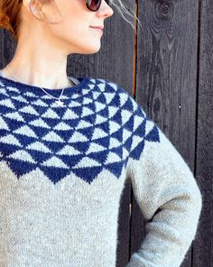 Gurolaga: Vimpler, It seems that the triangles are constant but stitches are added each repeat. Knitting Designs, Knitting Projects, Knitting Yarn, Hand Knitting, Cute Simple Outfits, Icelandic Sweaters, Yarn Needle, Knitwear, Knitting Patterns