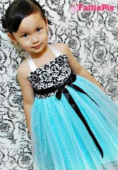 I love this /tiffany-blue-flower-girl. Tiffany Blue Flowers, Tiffany Blue Dress, Tiffany Wedding, Blue Wedding, Dream Wedding, Wedding Colors, Black Weddings, Damask Wedding, Post Wedding