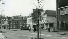 Gedempte Zuiderdiep zuidzijde met rechts het gebouw van de Dienst RO/EZ, ca. 1983