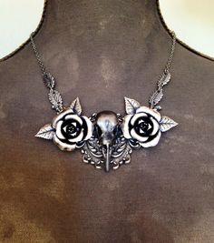 105.00 Crow Skull, Grey Roses, Leaf Necklace, Trending Outfits, Unique Jewelry, Handmade Gifts, Silver, Vintage, Etsy