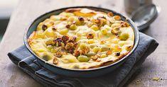 Die vielleicht leckerste Art, Stachelbeeren zu genießen: Servieren Sie den wunderbar cremigen Quarkauflauf am besten noch warm.