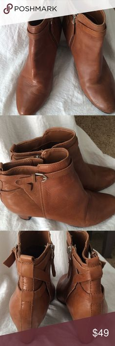 """Sam Edelman ankle boots Beautiful color light brown Sam Edelman brand ankle boots perfect for this time of year 👢❄️ the ankles are approximately 2"""". The boots are size 8 & 1/2. They very comfortable ankle boots! Sam Edelman Shoes Ankle Boots & Booties"""