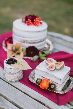 Fall floral wedding inspiration- naked cakes with fruit and flowers. Cheap Wedding Cakes, Fall Wedding Cakes, Wedding Cakes With Cupcakes, Autumn Wedding, Wedding Pics, Wedding Blog, Wedding Ceremony, Beautiful Cakes, Amazing Cakes