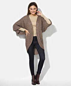 Väljä neuletakki kaarevalla helmalla – katso ohje - Kotiliesi.fi Knitting, Sweaters, Fashion, Moda, Tricot, Fashion Styles, Breien, Stricken, Sweater