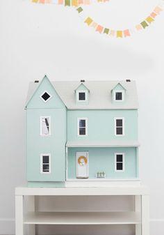 Une maison de poupée verte