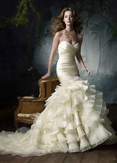 goregous rouching, sweet heart neckline, mermaid fit, with beautiful poofing at the bottom. Love it