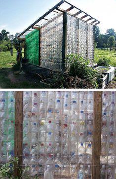 Invernaderos reciclando botellas de plástico