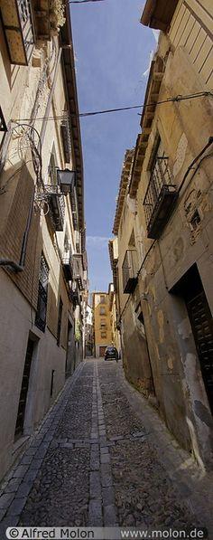 Narrow alleyway - Toledo, Spain