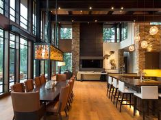 Fabulous mountain modern retreat in the High Sierras A relaxed mountain modern home was commissioned by Ward Young Architects along with Riera Design and Interiors, located in Martis Camp, California. Mountain Home Interiors, Modern Mountain Home, Mountain Homes, Mountain View, Modern House Design, Modern Interior Design, Modern Houses, Modern Lodge, Rustic Modern