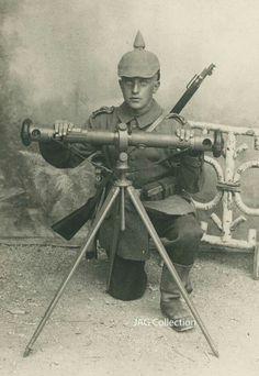 German soldier during World War I. Pictures Of Soldiers, Ww2 Pictures, World War One, First World, Railway Gun, Warring States Period, War Image, Old Photography, Korean War