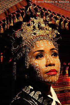 Cultures Du Monde, World Cultures, Beautiful World, Beautiful People, Beautiful Images, People Around The World, Around The Worlds, Filipino Culture, Beauty Around The World