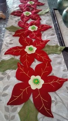 Poinsettia Table Runners - Her Crochet Quilted Christmas Ornaments, Plastic Canvas Christmas, Christmas Colors, Christmas Wreaths, Christmas Crafts, Jute Crafts, Diy And Crafts, Christmas Crochet Patterns, Christmas Coloring Pages