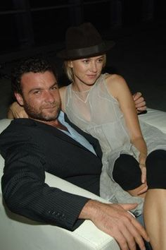 Liev Schreiber and Naomi Watts - Can't she look more small ?! Adorable !