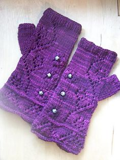 If you have heard about Haapsalu shawls before, you probably understand what inspired me to create this feminine fingerless gloves design – traditional Estonian lace patterns with airy texture and numerous bobbles are widely known all over the world, especially for knitters.