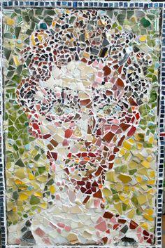 Hey, diesen tollen Etsy-Artikel fand ich bei https://www.etsy.com/de/listing/129199164/mixed-media-mosaic-portrait-from-my-2012
