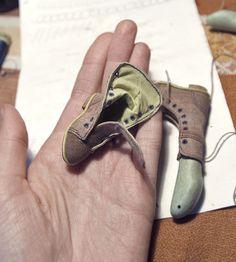 http://vertebra-p.deviantart.com/art/Boots-for-Ernst-1-491189896