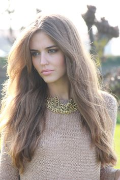 Clara Alonso #glamour #fashion #model love her hair and necklace