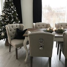 #Repost @camillaengelstad   #shabbyyhomes #ourluxuryhome #interiør #interior #interior9508 #home #homedecor #classicliving #love #xmas #christmas #details #interiordecor #interior4you #interior444 #interior123 #detaljer #homeinspo #homedecor #homeinspiration