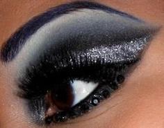 Dramatic silver and dark blue #smokey #eye #makeup