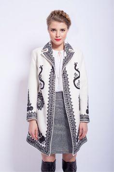 Fashion inspired by traditional Romanian clothing Folk Fashion, Hijab Fashion, Runway Fashion, Fashion Outfits, Womens Fashion, Trench Coats, Mode Hijab, Costume, Dress To Impress