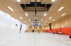 Image 4 of 45 from gallery of School Gymnasium in Neuves Maisons / Giovanni PACE architecte + abc-studio. Photograph by Cyrille Lallement Gym Design, School Design, School Cafe, Art School, Abc Studios, Hall Interior, Interior Design, Gym Video, Store Interiors