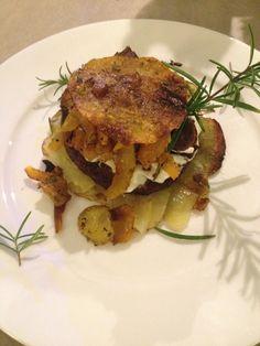 Potato and butternut squash burger with rosemary / Kartoffelbutternusskürbisburger mit Rosmarin.