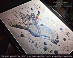 ... und dann sperrte die böse Klexe das letzte Einhorn einfach in ihre Shops und belegte es mit einem Bann der nur mittels geopferter Dukaten gebrochen werden kann.  (sprich: das Bild ist noch zu haben und kann als aufhängfertig gerahmtes Original in den Shops wandklex.etsy.com und wandklex.dawanda.com bestellt werden.) Verwendetes Material: @colirocolors Aquarellfarben auf @hahnemuehle Echtbütten Malerei und Produktfoto  @wandklex Kunstatelier. .  #wandklex #malerei #handgemalt #aquarell…