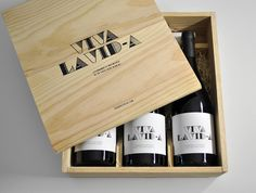 """Acclaimed Albariño wine makers Lagar de Costa embark on the adventure of giving to birth their very first red wine. The name is a spanish exclamation for """"life is great"""". The em dash breaking the last word """"vida (life)"""" serves also as a words play, being """"vid"""" the spanish word for """"vine"""". The tagline at the bottom of the label stands for """"celebrating the birth of a red one among white ones."""""""