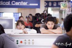 Viết cho Kang Mo Yeon của Hậu Duệ Mặt Trời – Cô gái độc đáo và đầy bản lĩnh - Ảnh 3.